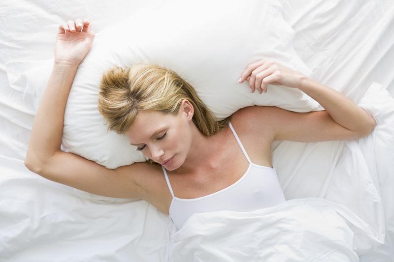 como dormir correctamente para bajar de peso