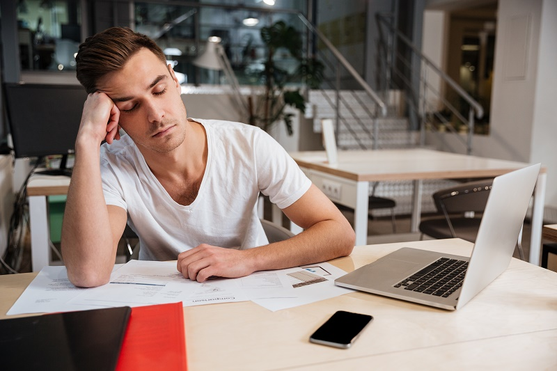 ¿Por qué tenemos sueño todo el día?